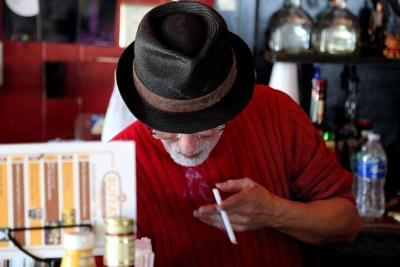 Councilman proposes barring penalties for those smoking in bars _lowres