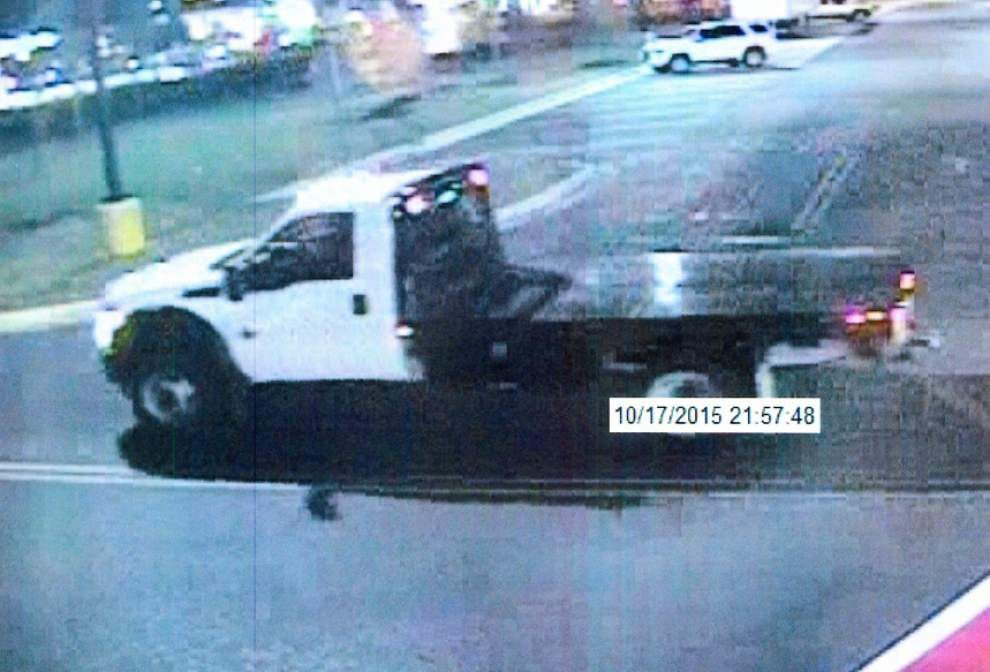 Two men sought in theft of pickup trucks in East Baton Rouge _lowres