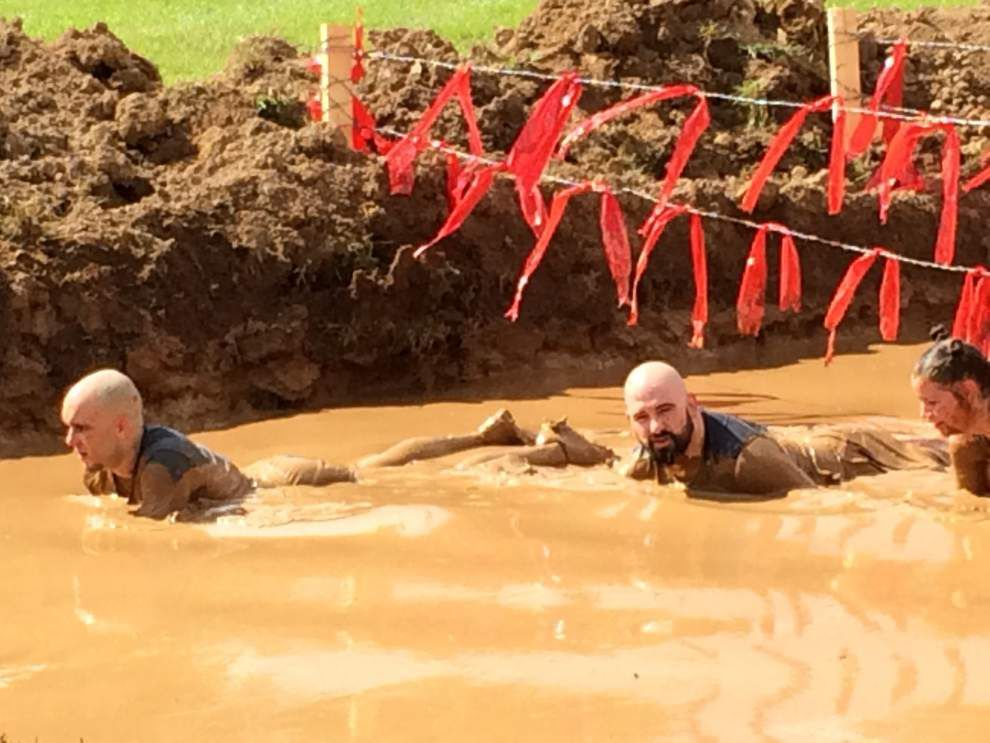 Competitors dash through 3.2 miles of mud, obstacles _lowres