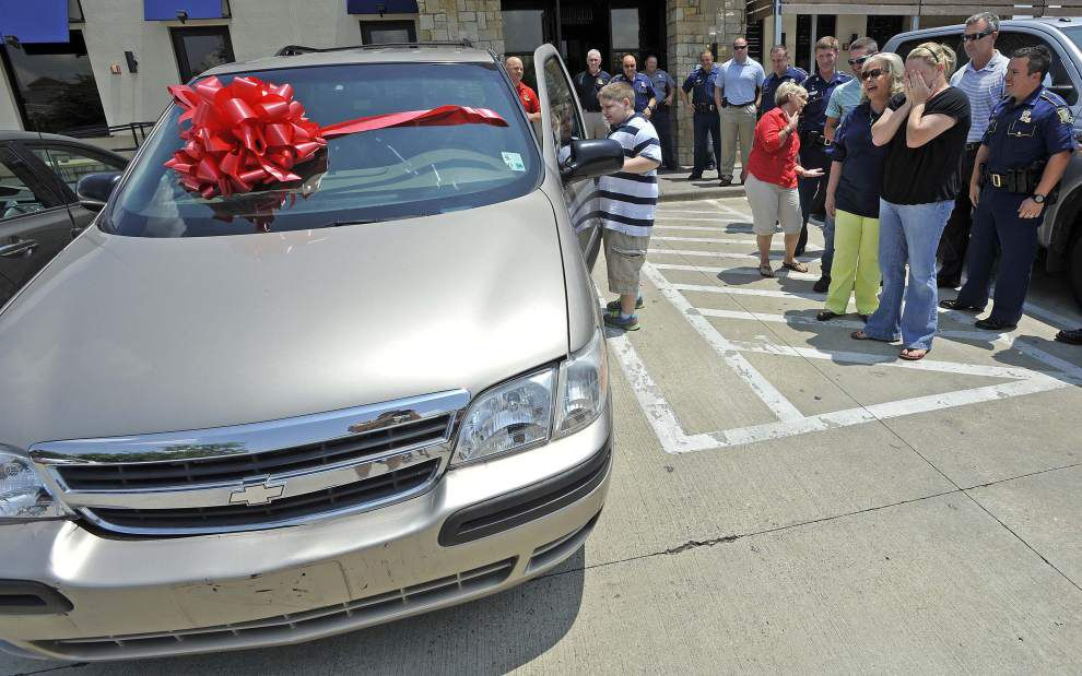State Police have surprise for seriously ill boy: a minivan! _lowres
