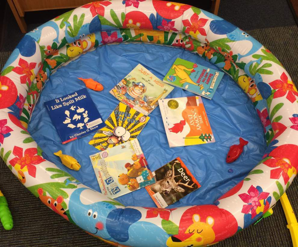 Teachers work to help students enjoy summer reading at Rollins Place _lowres