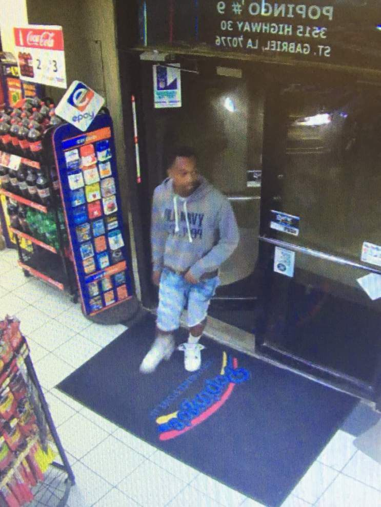 Fire marshal, Ascension Parish deputies release video of man who may have torched a stolen car _lowres