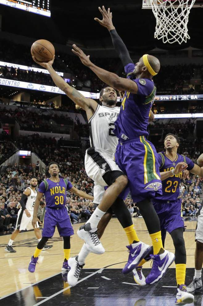 Pelicans' scare not enough to end Spurs' home-court win streak _lowres