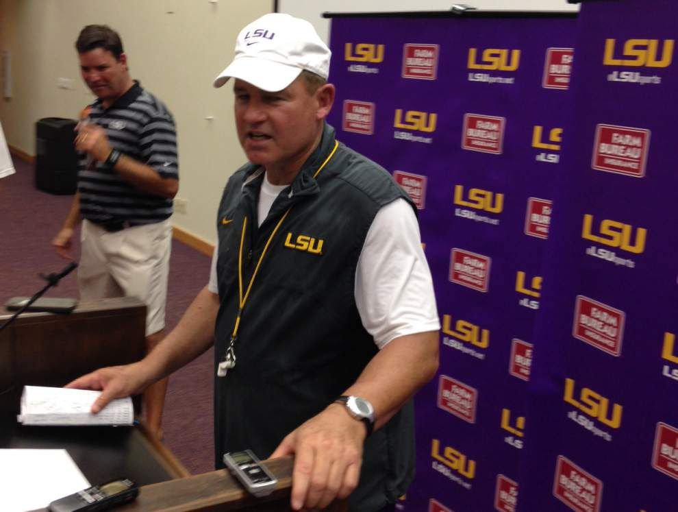 Video: LSU coach Les Miles says Anthony Jennings and Brandon Harris have split practice reps _lowres