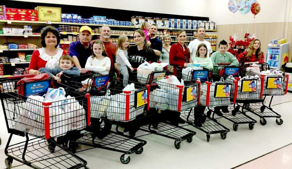 Zachary family builds tradition of donating groceries to food bank _lowres