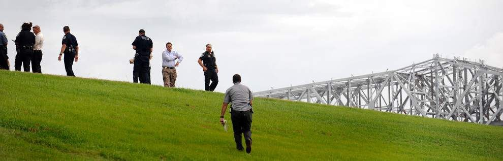 Man found shot to death on river levee in Bridge City _lowres