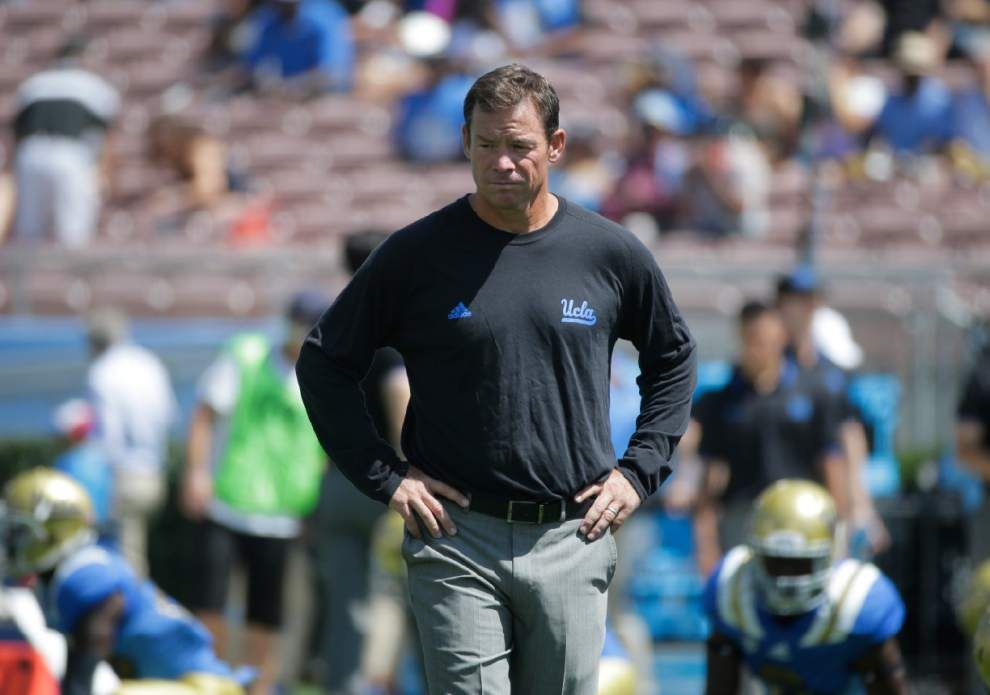 AP college football picks: UCLA and USC head to state of Arizona _lowres