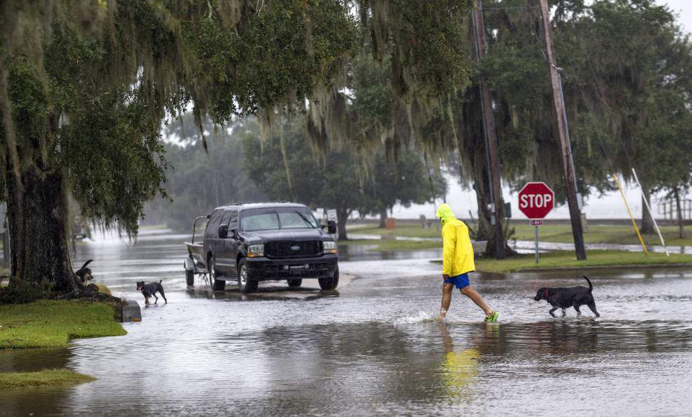 Mandeville's Lakeshore Drive to be closed until early Tuesday due to flooding _lowres