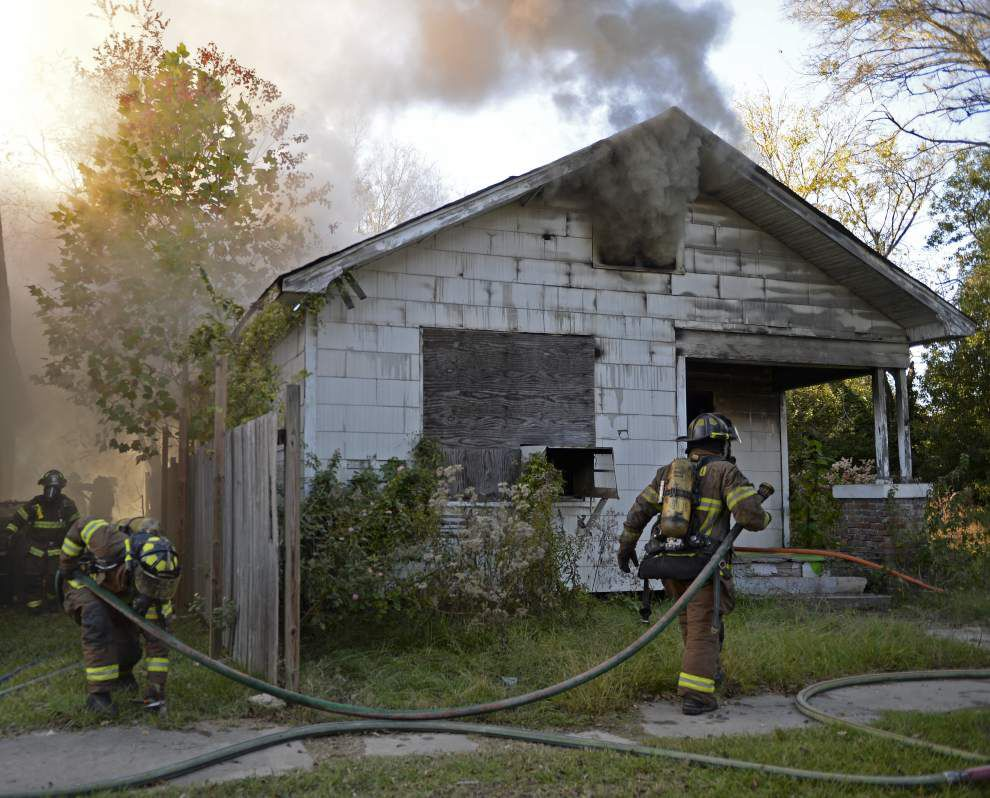 Arsonist sets fire to Brice Street vacant house Friday, four homes nearby also damaged, Fire Department reports _lowres