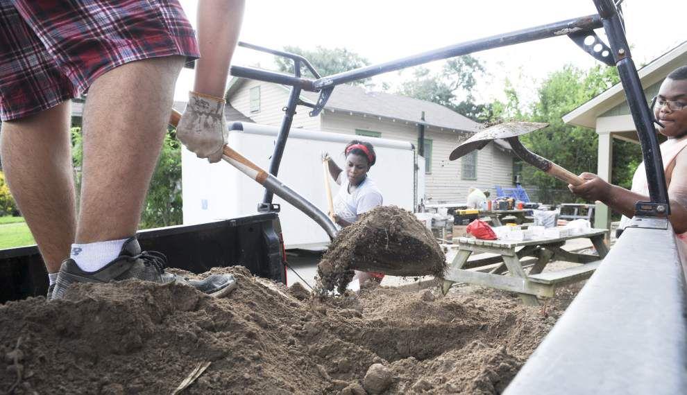 Student volunteers brave Louisiana's heat to build Habitat for Humanity house in Lafayette neighborhood _lowres