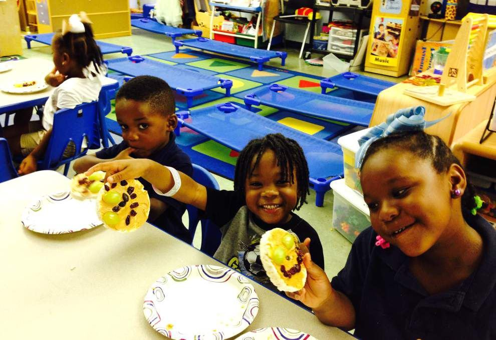 Students move, munch, read around MyPlate _lowres