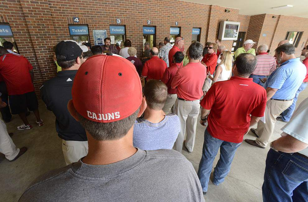 Fan fever high as No. 1 Cajuns take on Ole Miss _lowres