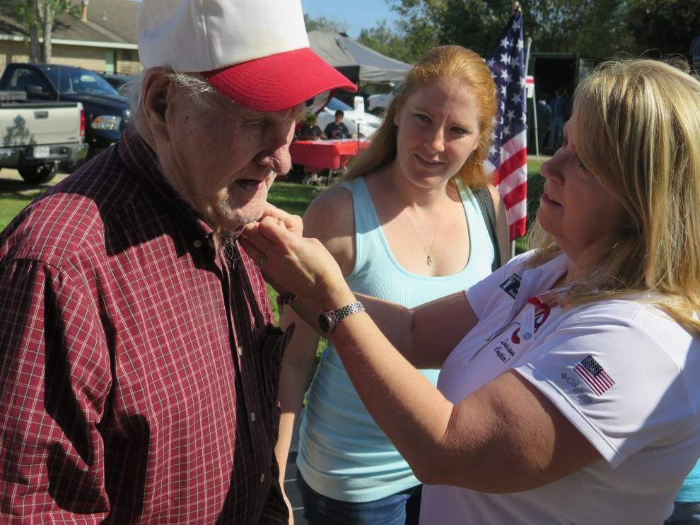 Monument pays tribute to Purple Heart vets _lowres