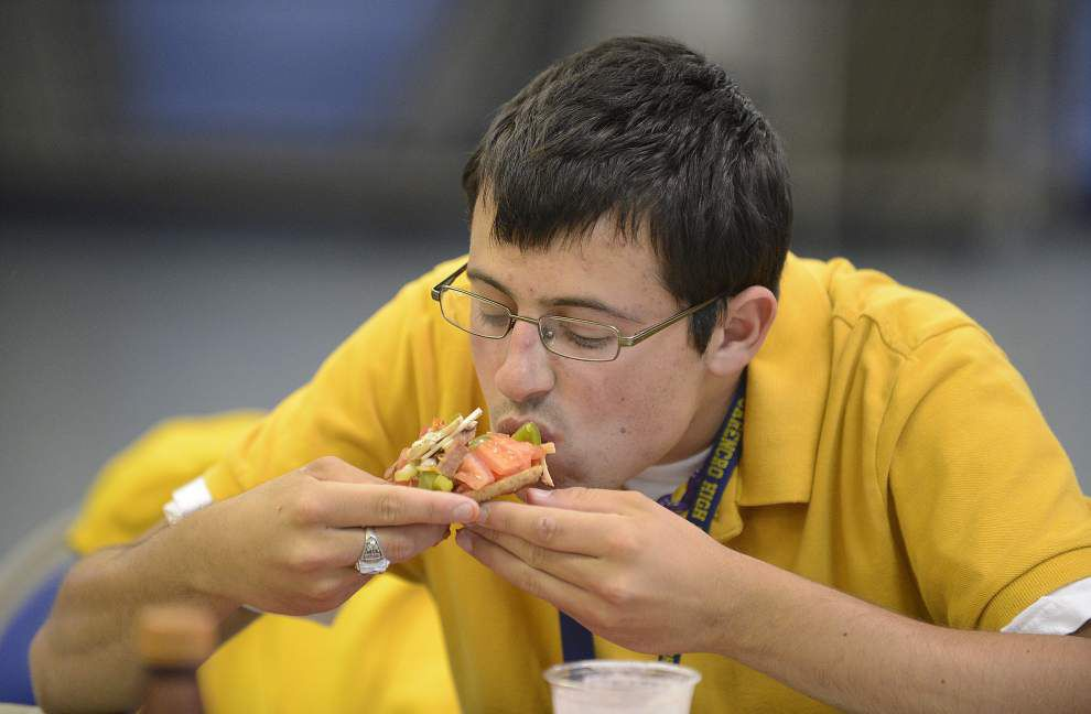 Students learn easy, nutritious meals in Cooking Matters _lowres