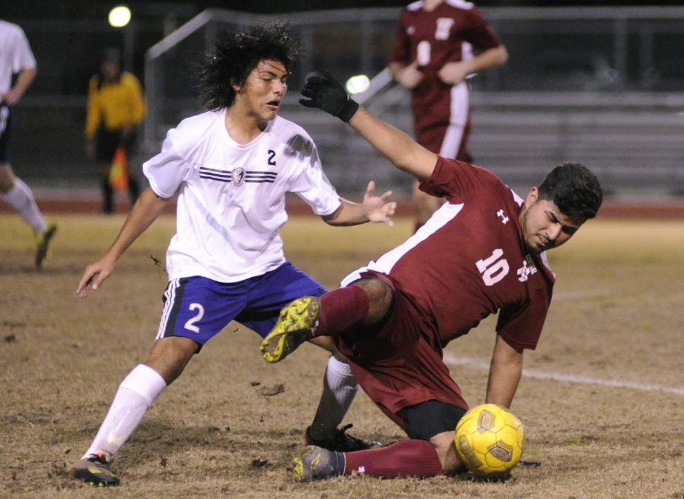 Hat trick times two: Woodlawn's Eduin DelCid scores six goals in win over Central _lowres