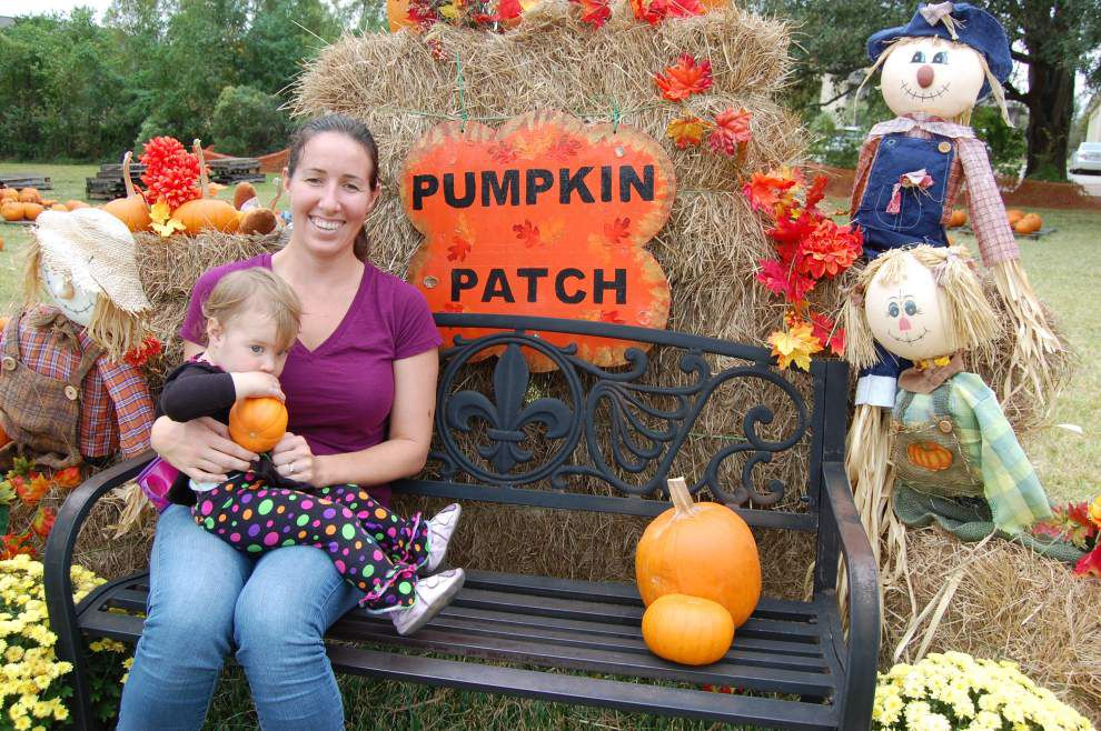 Pumpkins provide fun, photos and fundraiser for church missions _lowres