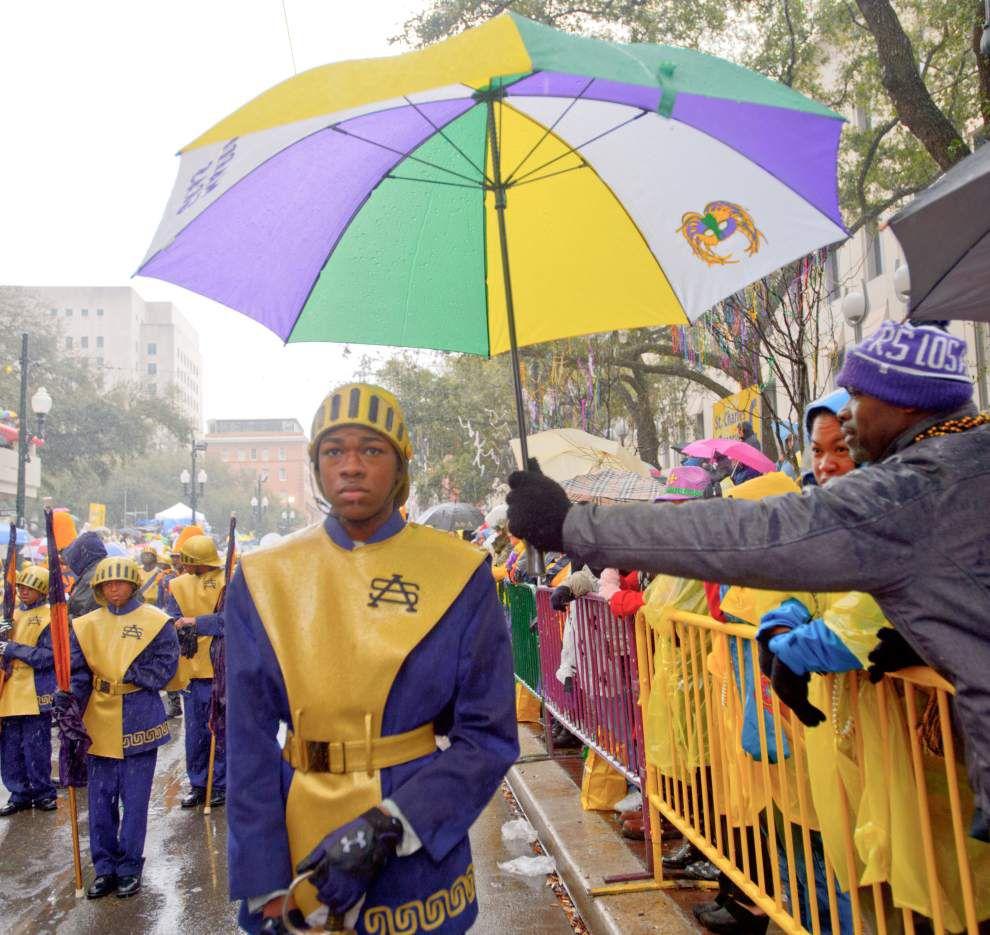 Zulu salutes Mandela in annual Mardi Gras parade _lowres