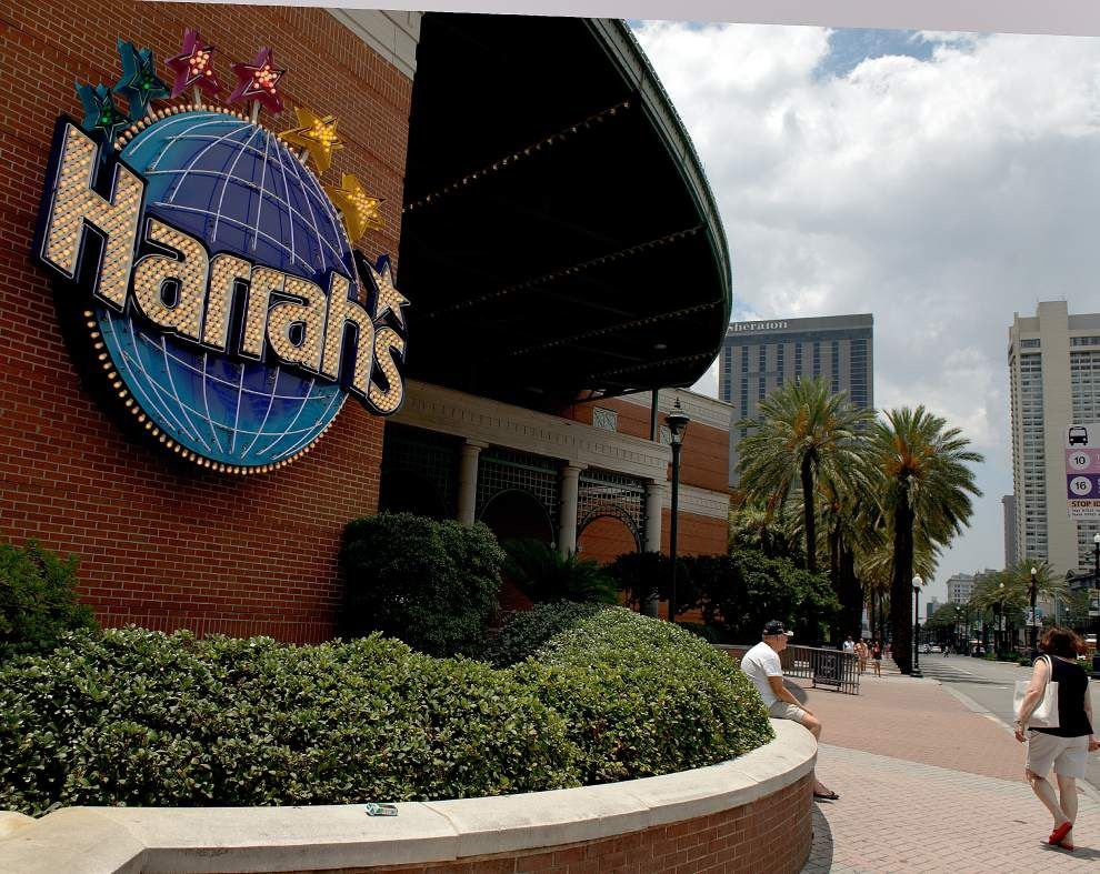 Harrah's New Orleans revenues down again, official blames smoking ban as gamblers flock to riverboat casinos to puff and play _lowres