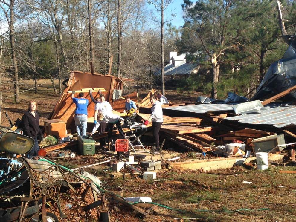 Amite area residents gather to assess storm damage _lowres