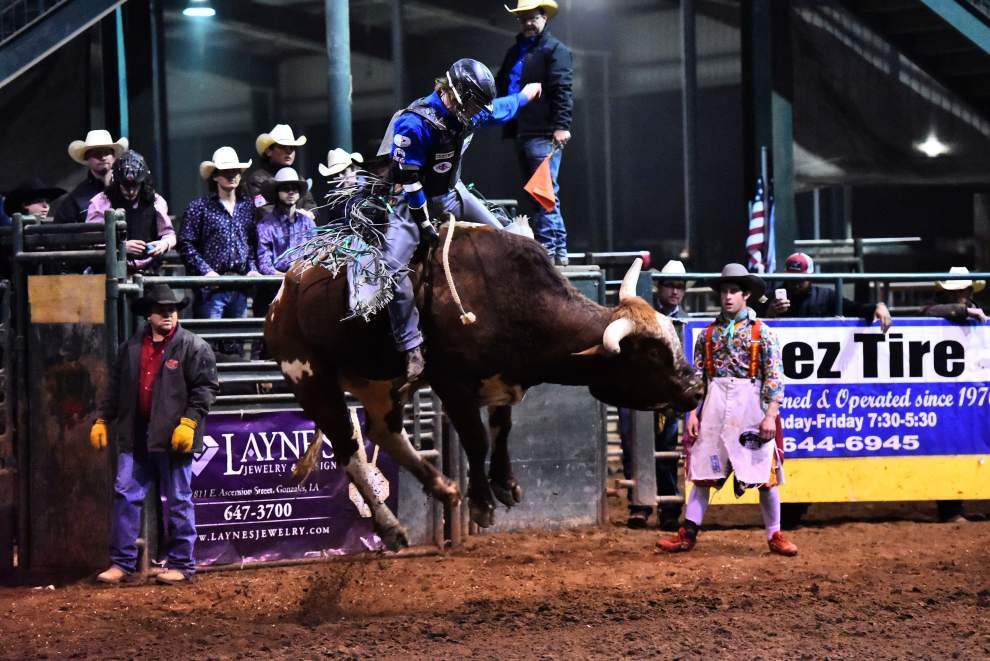Young bull rider heading to nationals _lowres