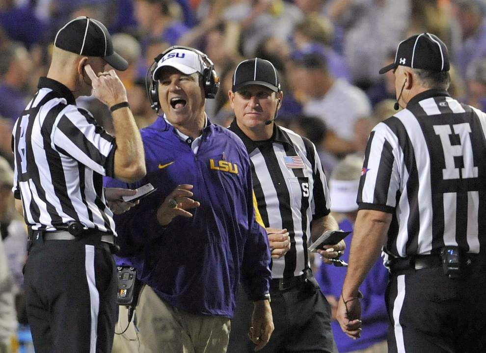 Trick-play touchdown lifts No. 6 LSU to 35-28 victory over No. 8 Florida _lowres