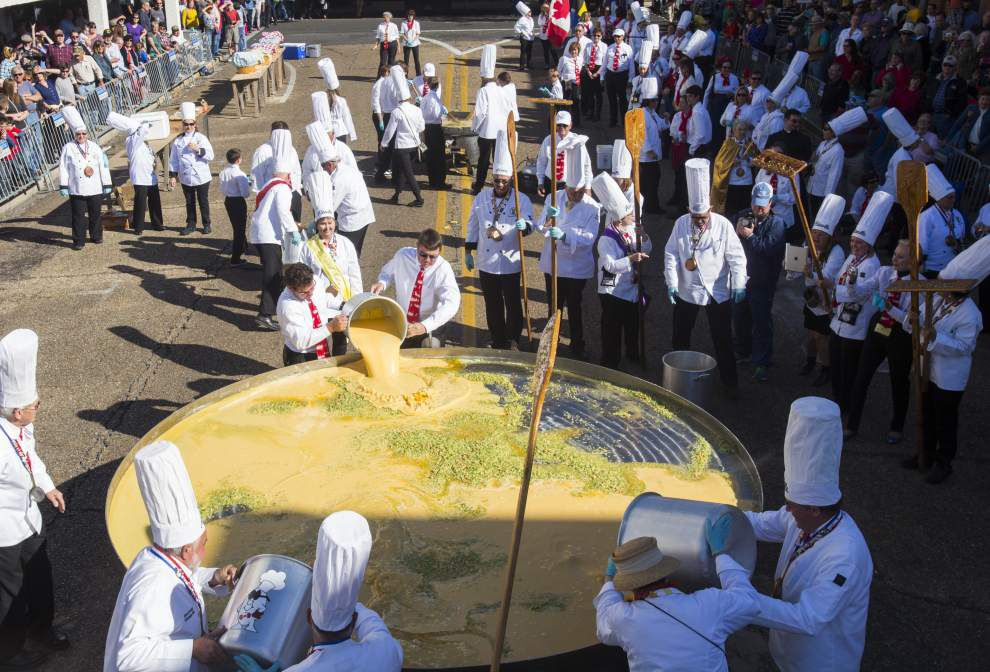 Abbeville chefs whip up Giant Omelette, maintain tradition in 30th festival _lowres