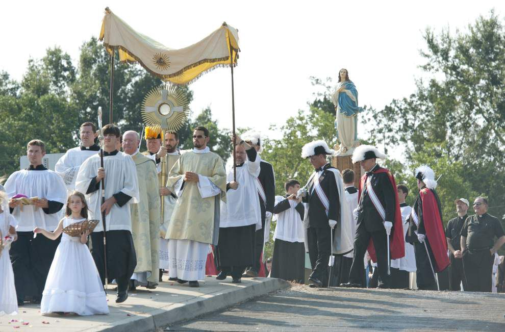 Photos: Eucharistic procession honors 250th Anniversary of St. Martin de Tours, arrival of the Acadians _lowres (copy)