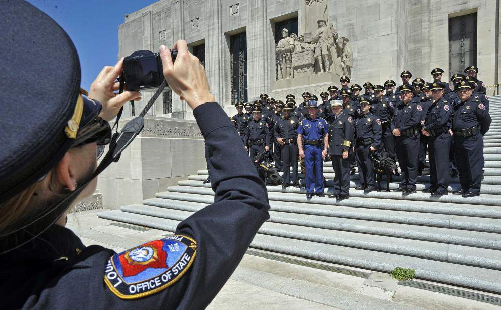 Hundreds join Gov. Bobby Jindal to pray for law enforcement officers killed in line of duty _lowres