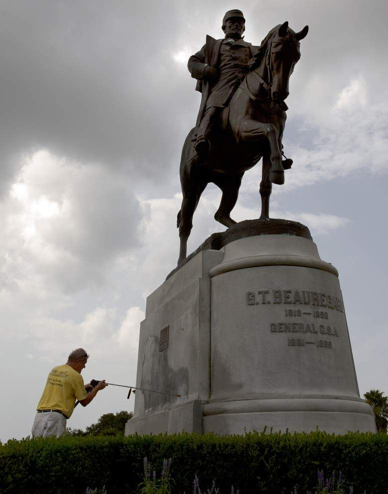 City Council plans to decide fate of Confederate monuments next week; volunteer group presents 31,000 signatures opposing their removal _lowres