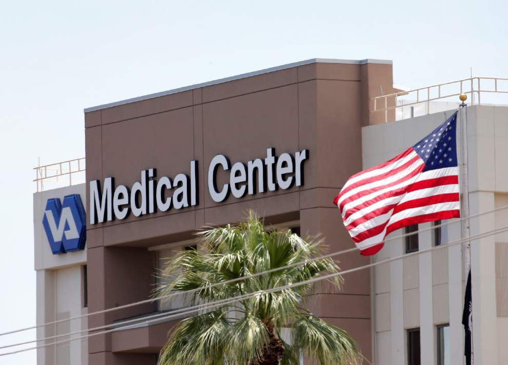 Obama vows to fix failures in veterans' health care troubles _lowres