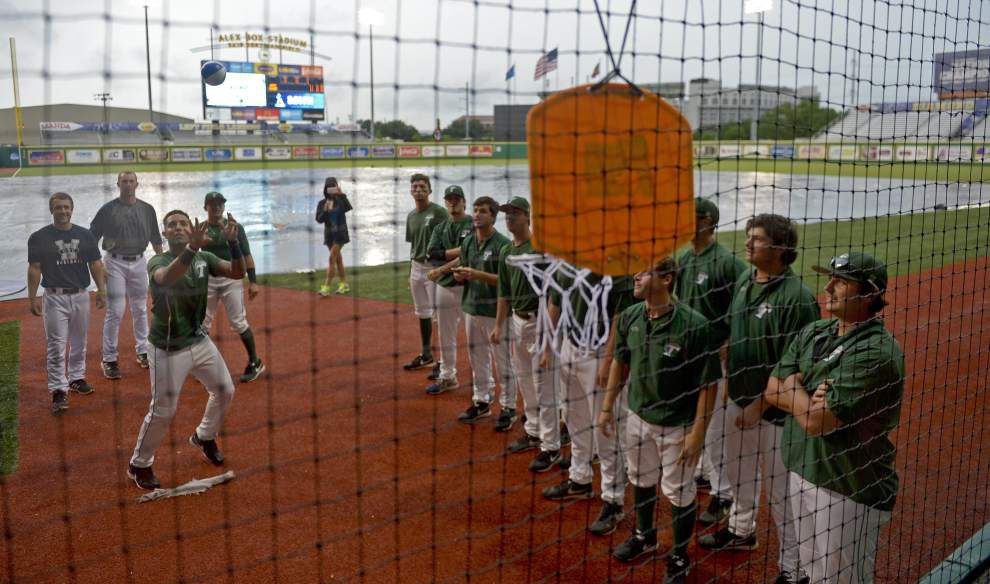 Photos: Tulane, UNC-Wilmington wait out a rain delay with handstands, freethrows and selfies at the Box _lowres