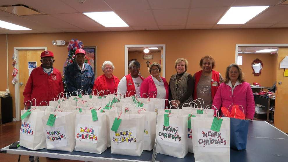 Sharing holiday cheer with veterans _lowres