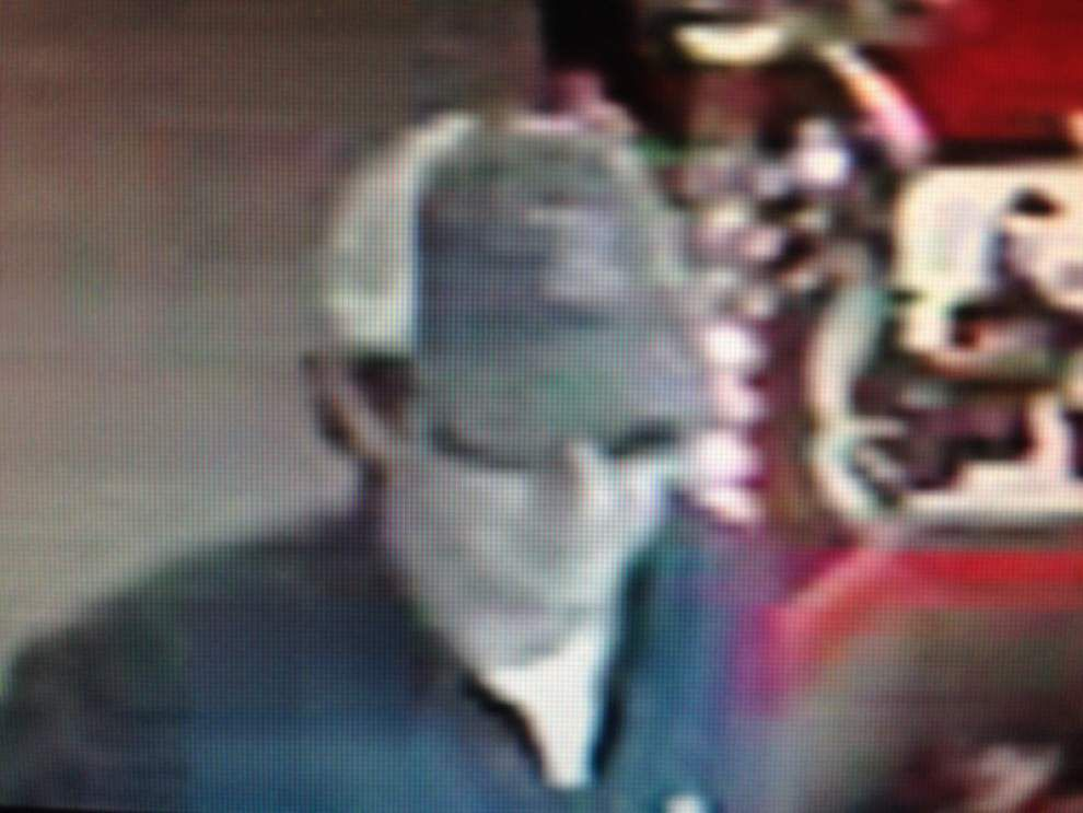 Authorities search for man who robbed an Independence store clerk at Tuesday _lowres