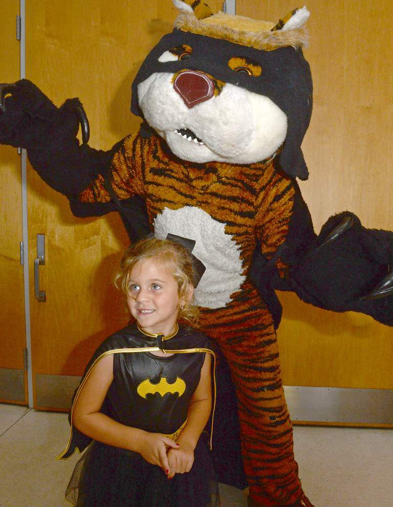 Video: Mike the Tiger gets into the Halloween spirit, spooks SEC 'un-dead' emenies in Death Valley _lowres