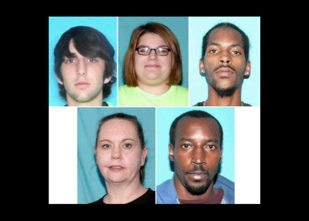 Scott police seeking five people believed involved in cashing fraudulent checks throughout Acadiana _lowres
