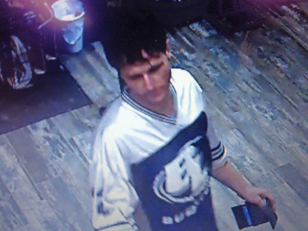 Livingston deputies search for person in truck theft, identity theft _lowres