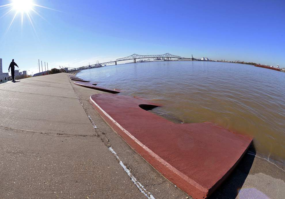 Mississippi River water level to start slow decline; some Bonnet Carre gates could close next week _lowres