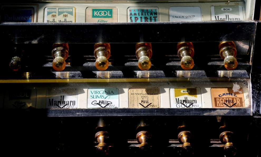 City Council expected to pass ban on smoking in bars, casinos _lowres