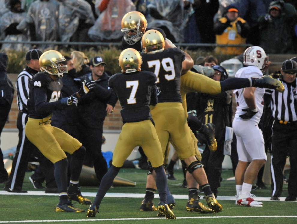 Notre Dame's late touchdown edges Stanford 17-14 _lowres