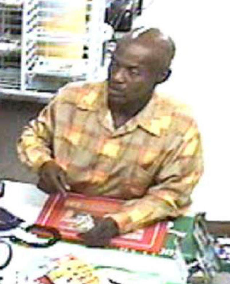 Search underway for man who robbed gas station store in Baton Rouge at gunpoint _lowres