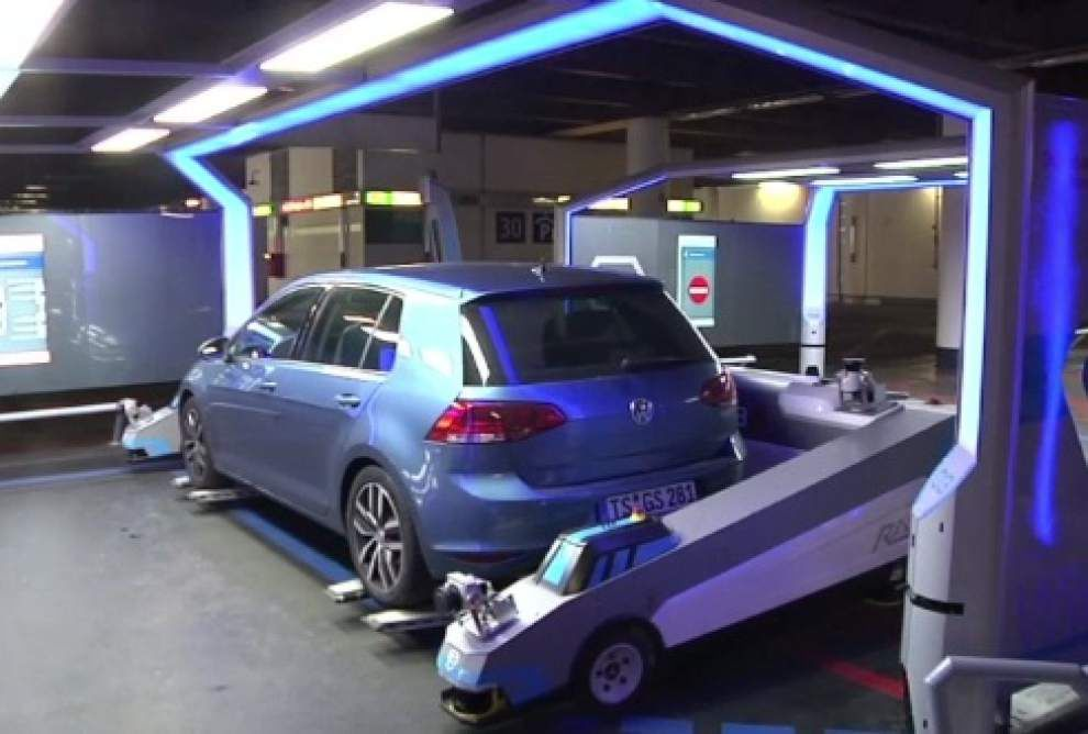 Robot parking valet creates stress-free travel _lowres