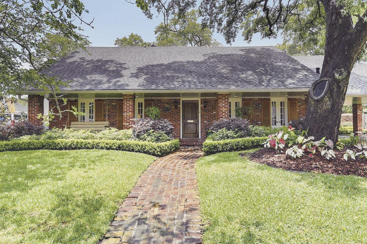 5600 Sutton Place in Woodland Heights in Algiers
