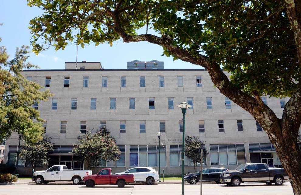 Battle brewing over whether to sell, or keep, the land under Lafayette's long-vacant old federal courthouse _lowres