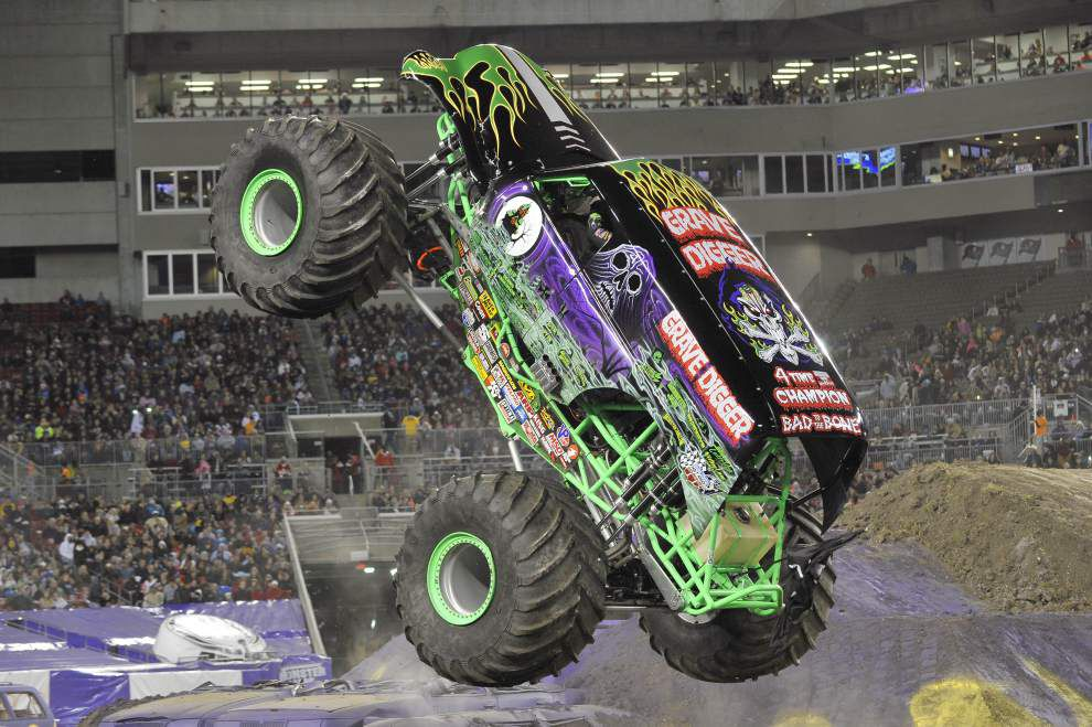 For monster truck's pilot, championship is in the family _lowres