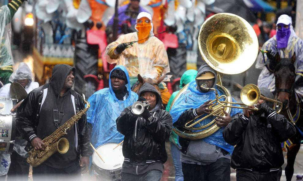 Rex reigns over cold, wet Mardi Gras _lowres