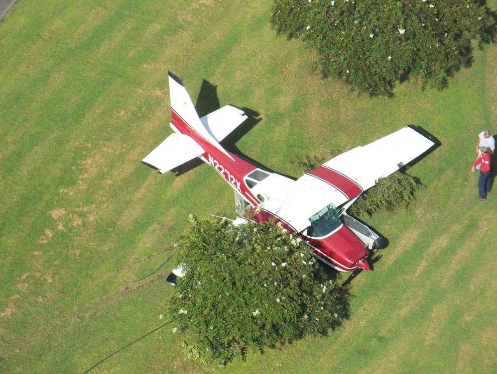 Seaplane makes emergency landing in Braithwaite yard _lowres