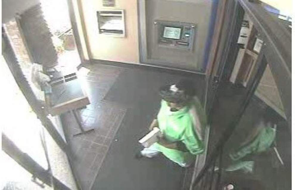 Sheriff's Office releases photos of bank robbery suspect _lowres