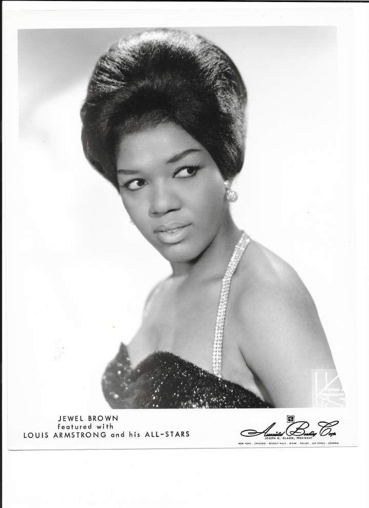Shining Jewel: After 47-year break, seasoned jazz singer returns to stage _lowres