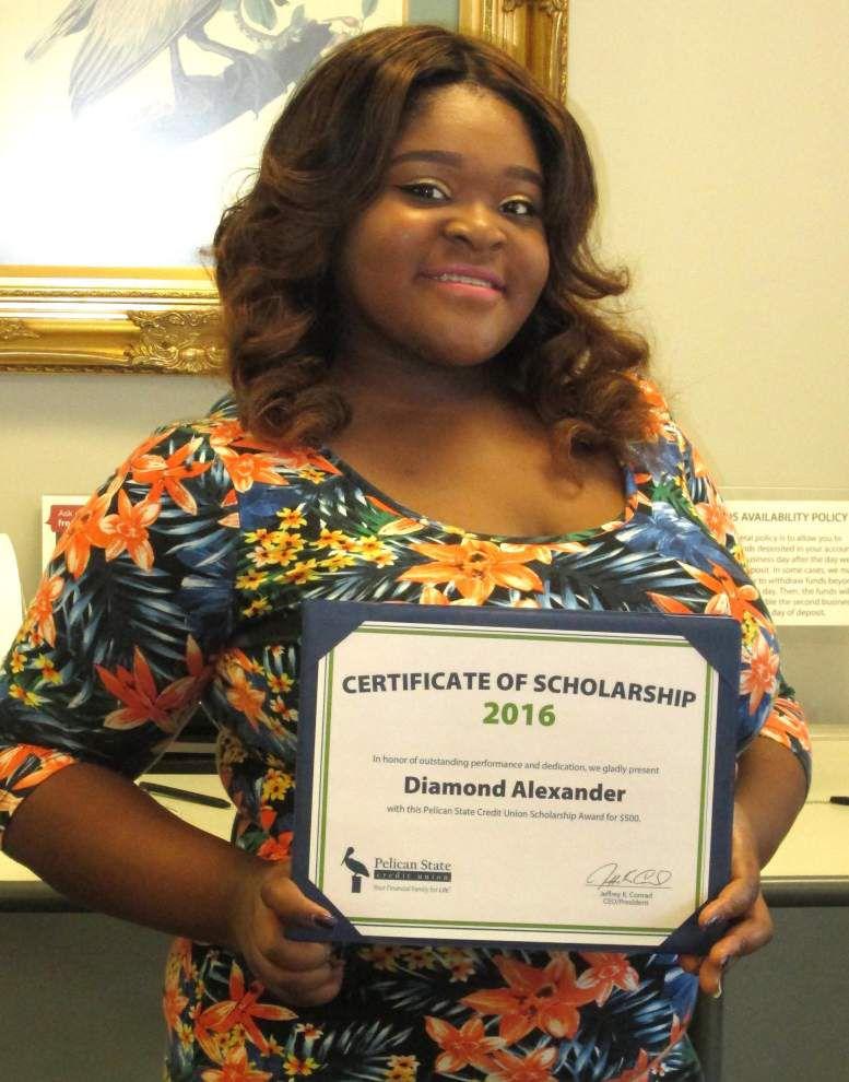 Graduates awarded scholarships _lowres