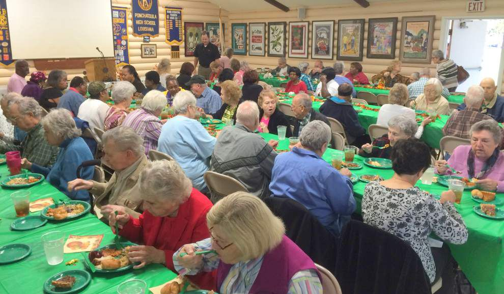 Kiwanis, Rotary members serve up holiday meal _lowres